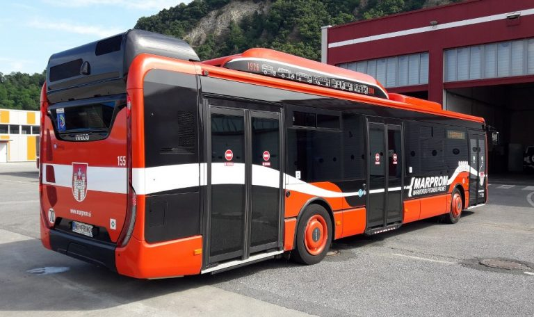 Mestni avtobusi v garažo 1024x576